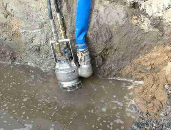 Насосное оборудование, которое предназначено для перекачивания шлама, выполняется из металла или с резиновым покрытием. www.gidrotec.com.ua