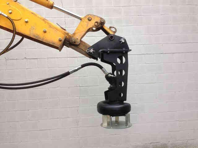 Закрепление насоса гидравлического на стреле экскаватора